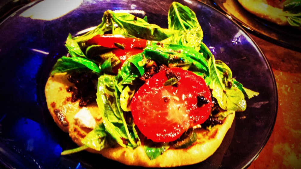 20141231_162911-1-flatbread-with-basil-and-tomato-sfw
